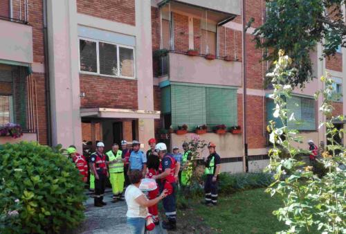 Un momento dell'evacuazione porta a porta